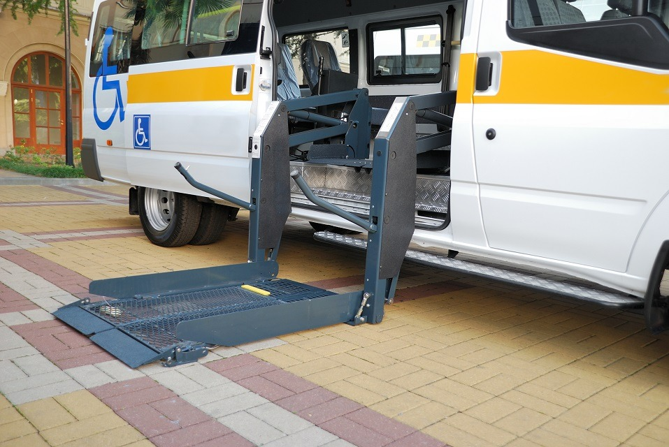 Automobile equipped with the lift for Wheelchair