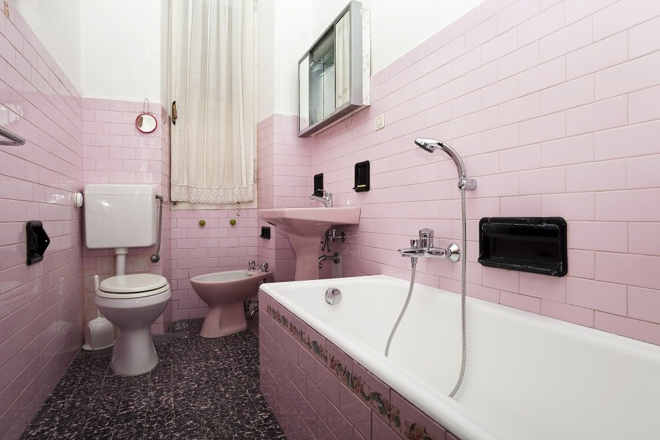 outdated bathroom
