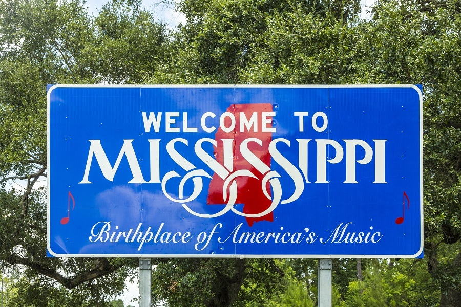 Welcome to Mississippi sign by a road