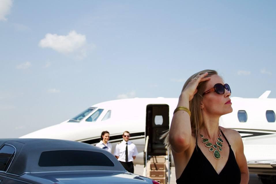 diva arrives from flight