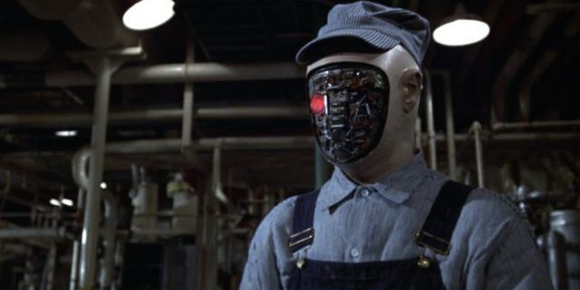 A faceless robot in a scene from the 'Westworld' sequel, 'Futureworld'