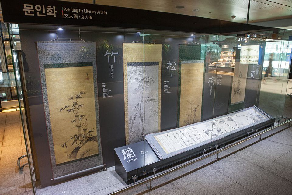 Display of Korean artwork at Incheon Airport