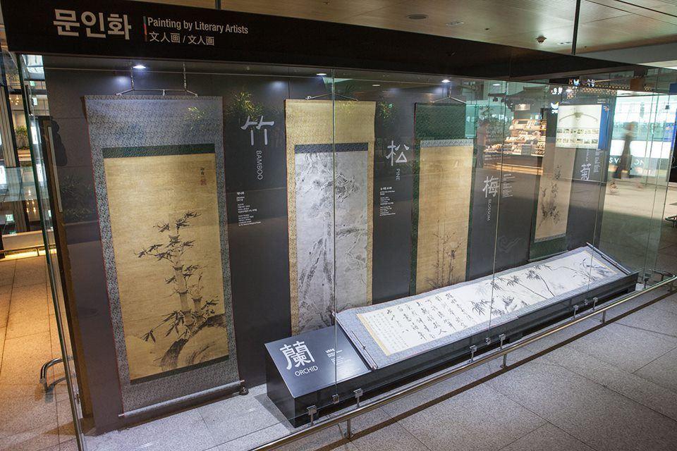 Display of Korean artwork at Incheon Airport