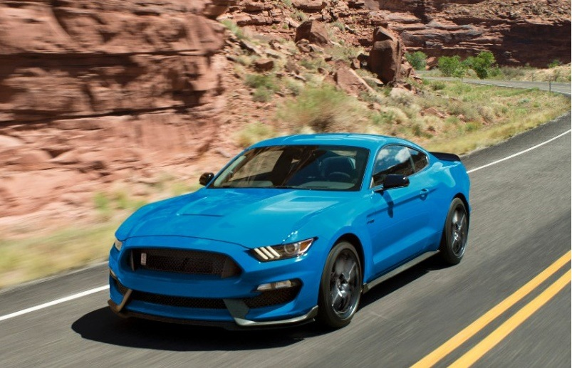 Blue Ford Mustang 2017 MY