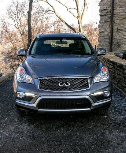 With its sequential welcome lighting, and LED fog lamps and running lights, the QX50 strikes a sophisticated pose day or night