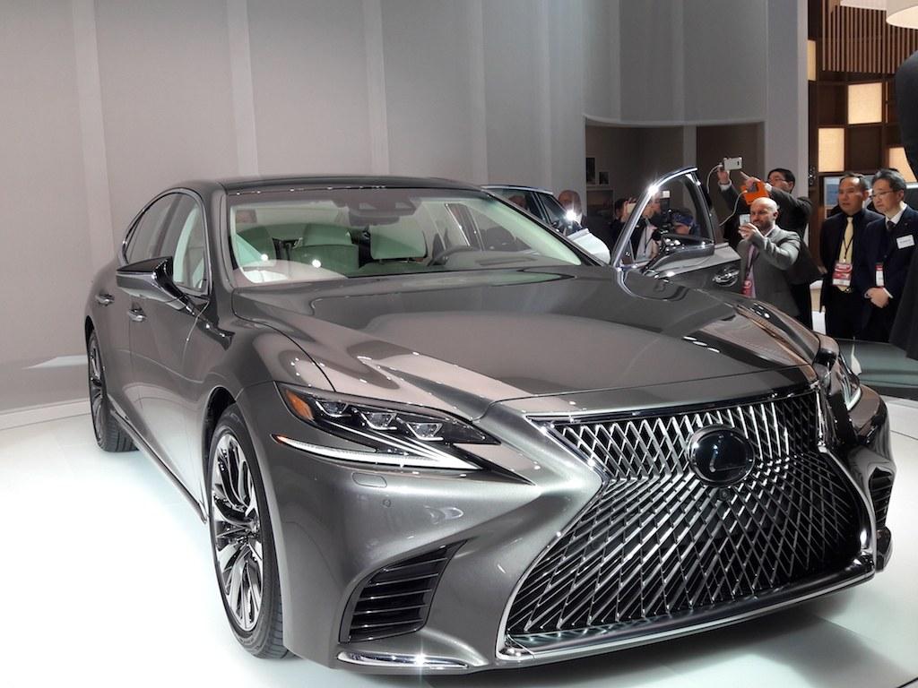 2018 Lexus LS500 | Nick Kurczewski/Autos Cheat Sheet