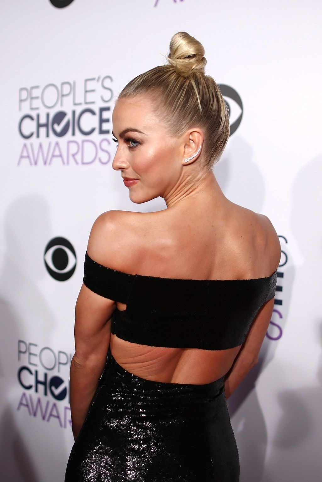 Actress Julianne Hough attends the People's Choice Awards 2016