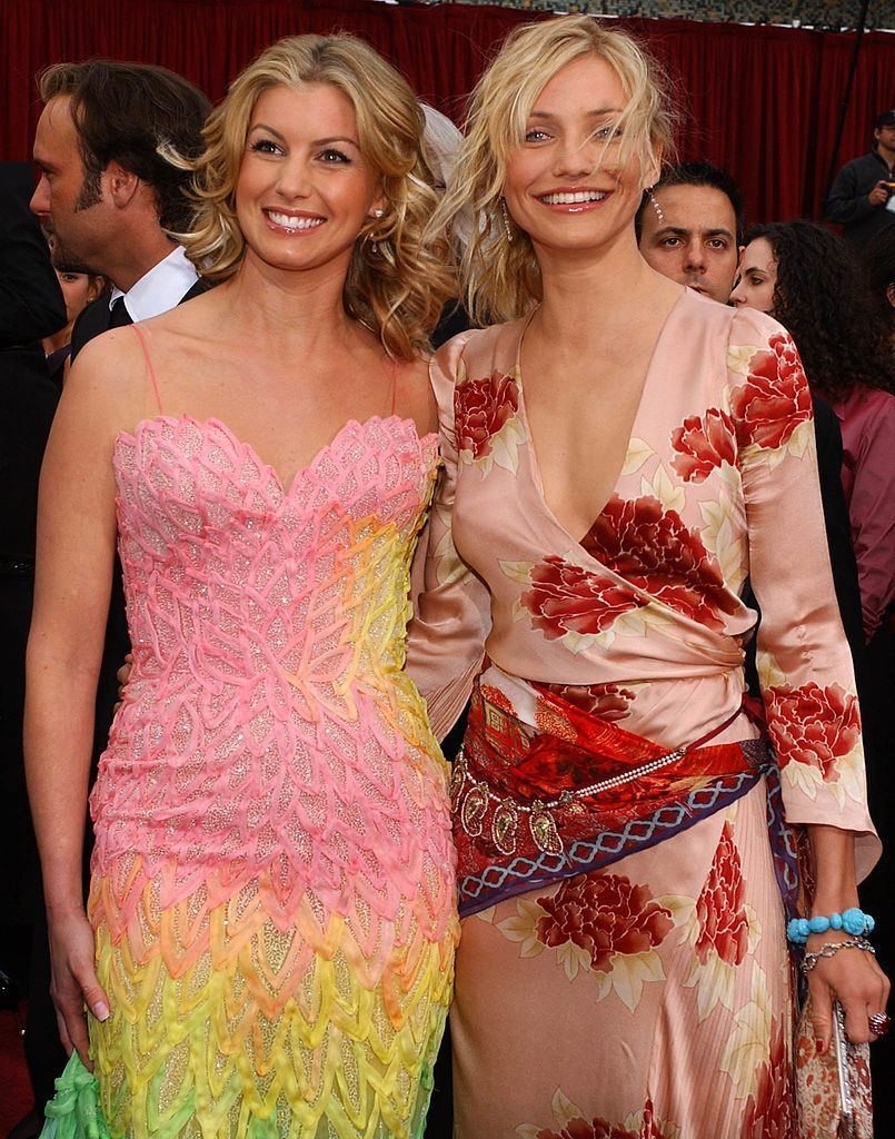 Singer Faith Hill and actress Cameron Diaz, the former is wearing a rainbow dress with a feather pattern