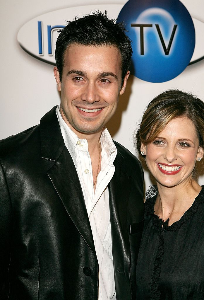 Actor Freddie Prinze Jr. (L) and actress Sarah Michelle Gellar