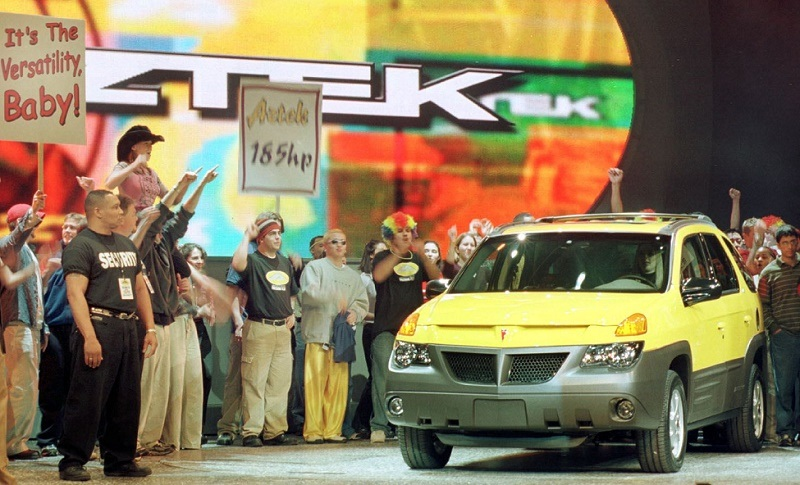 GM unveils the Pontiac Aztek, January 2000