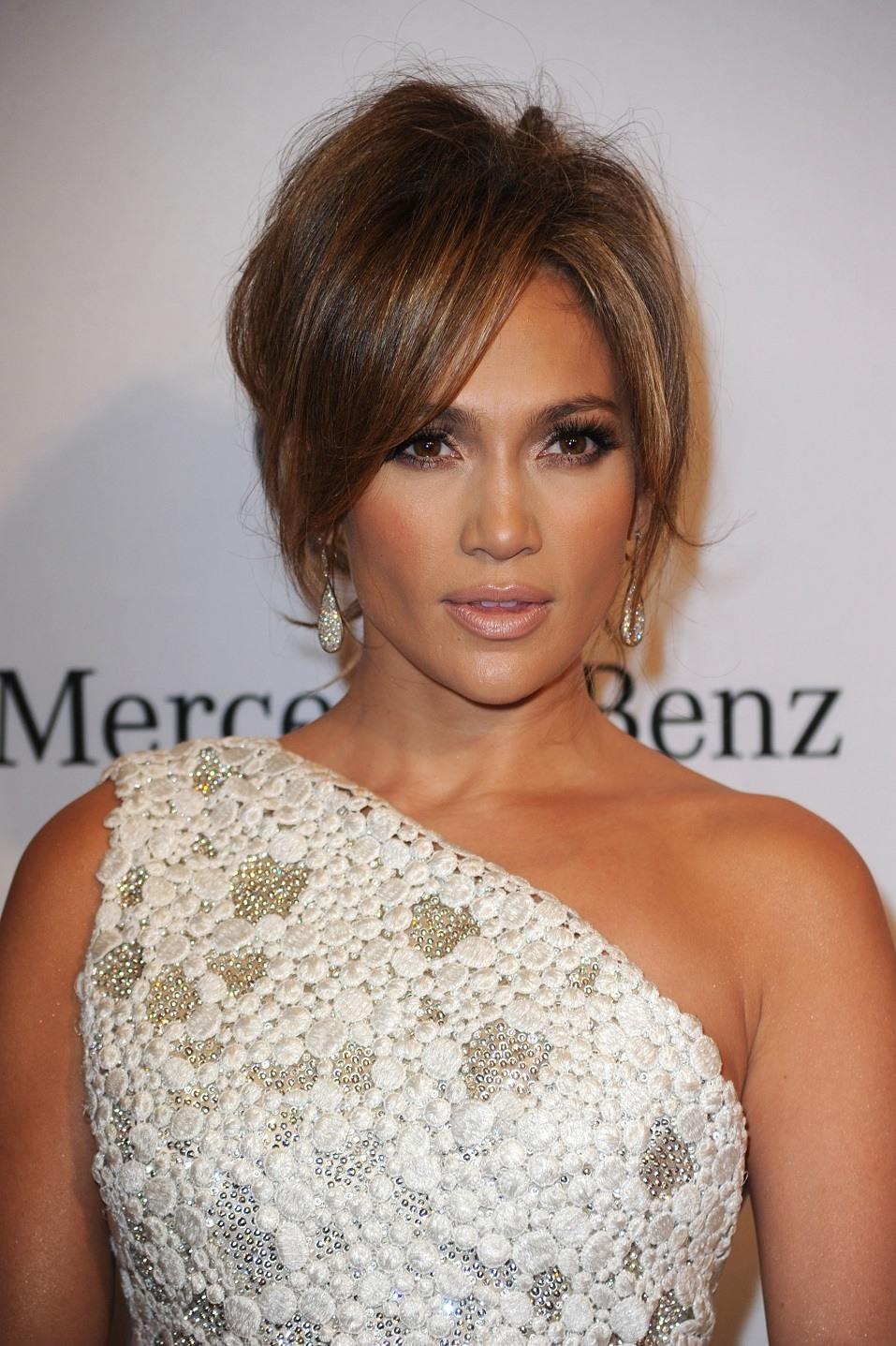 Singer Jennifer Lopez arrives at the 32nd Anniversary Carousel Of Hope Gala