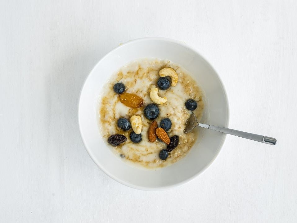 Oatmeal porridge with fresh blueberry
