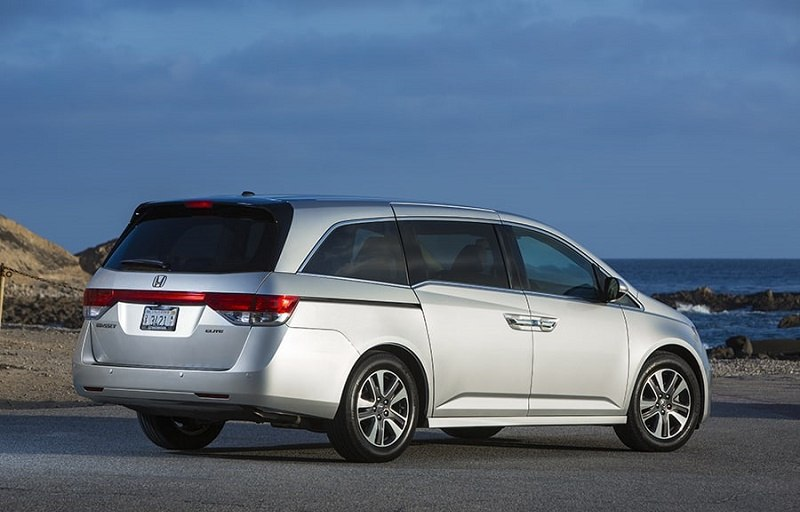 A silver 2015 Honda Odyssey parked at the beach