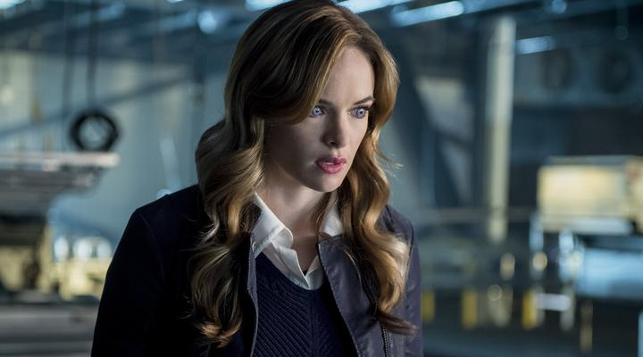Calitlin Snow's eyes glow as she turns into Killer Frost on The Flash