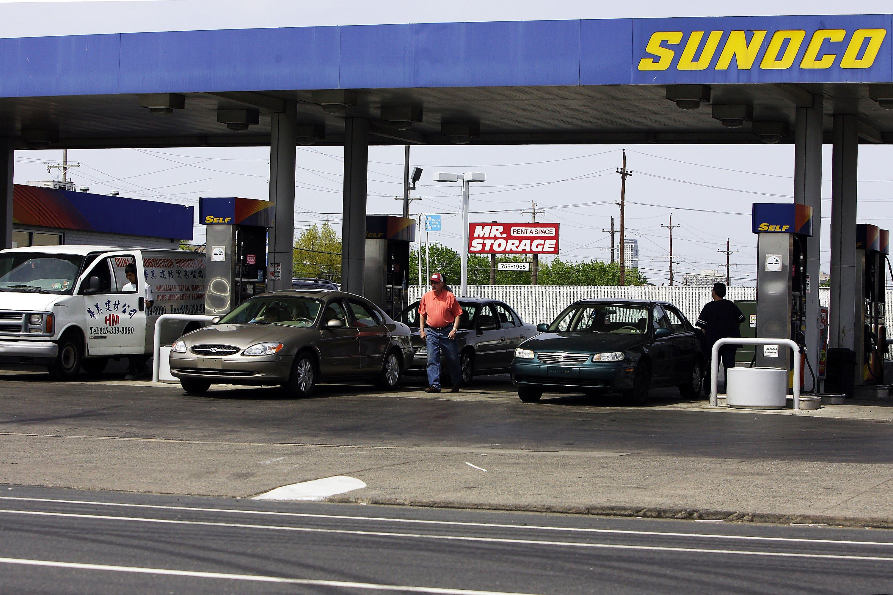 PHILADELPHIA - APRIL 21: Consumers fill up their tanks at a Sunoco gas station on April 21, 2006 in Philadelphia, Pennsylvania.