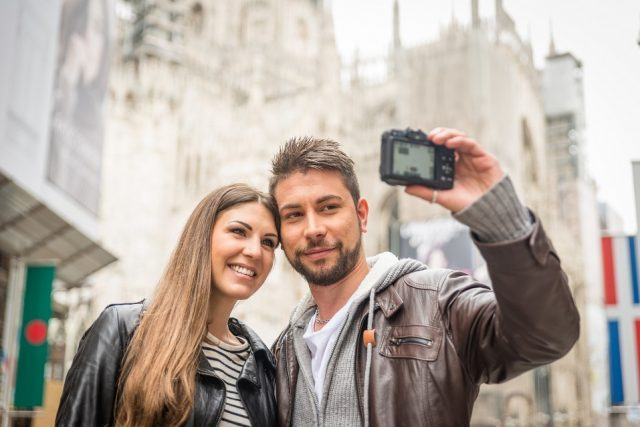 couple taking self portrait in Milan demonstrate how to take a good selfie