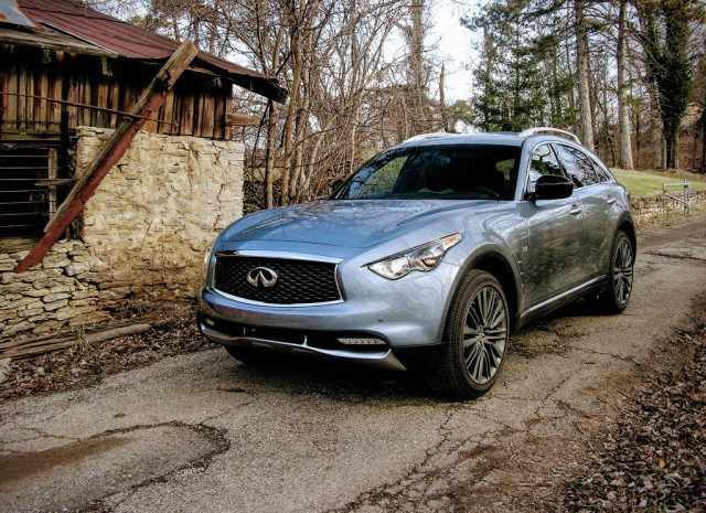 2017 Infiniti QX70 | Micah Wright/Autos Cheat Sheet