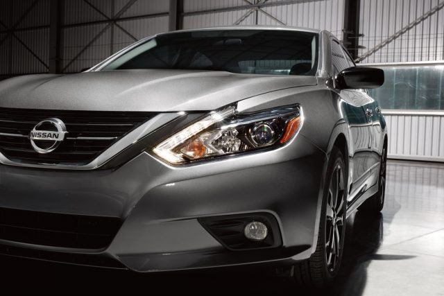 The Altima SR Midnight Edition features black 18-inch Midnight Edition aluminum-alloy wheels and low-profile 235/45R18 all-season tires, black mirror caps, black rear spoiler, LED headlights, remote engine start and available Midnight Edition floor mats
