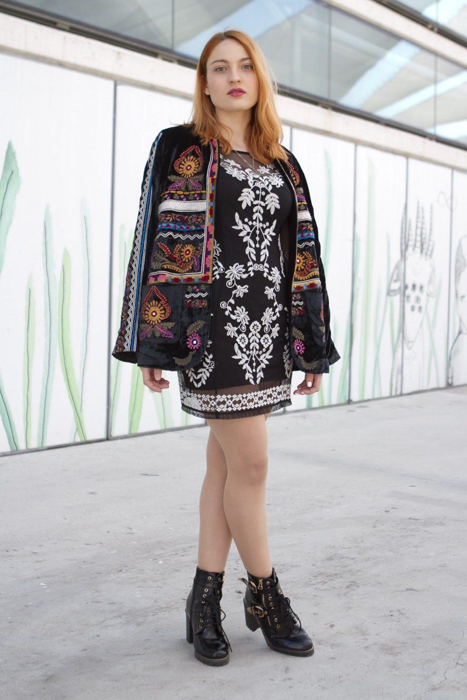 Alba Mirallo is wearing Vintage Boots