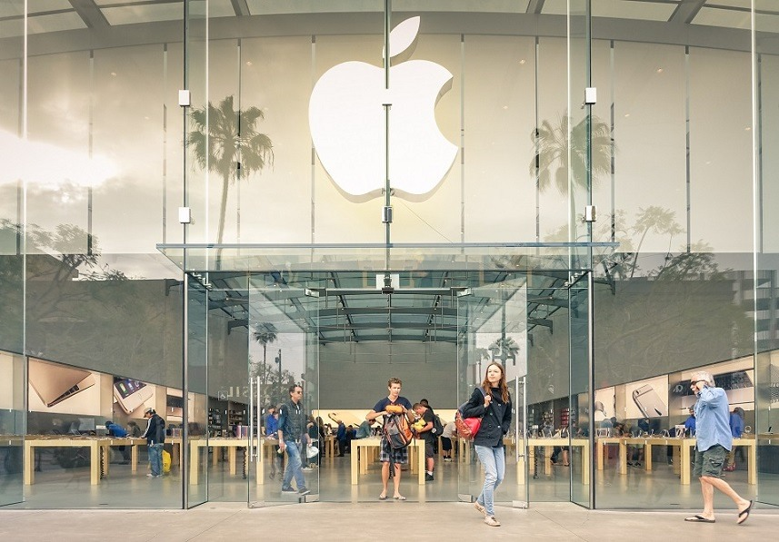Apple store on 3rd Street Promenade in Santa Monica, California