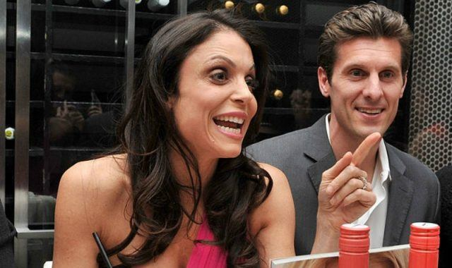 Bethenny Frankel and Jason Hoppy at a dinner party.