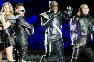 10 Stars Who Had the Worst Super Bowl Halftime Shows