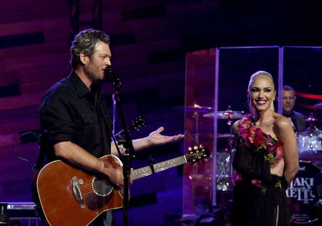 Singers Blake Shelton (L) and Gwen Stefani