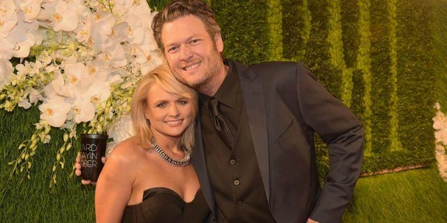 Blake Shelton and Miranda Lambert posing together.