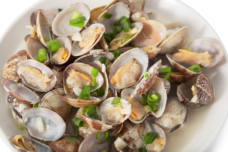 Clams steamed in sake