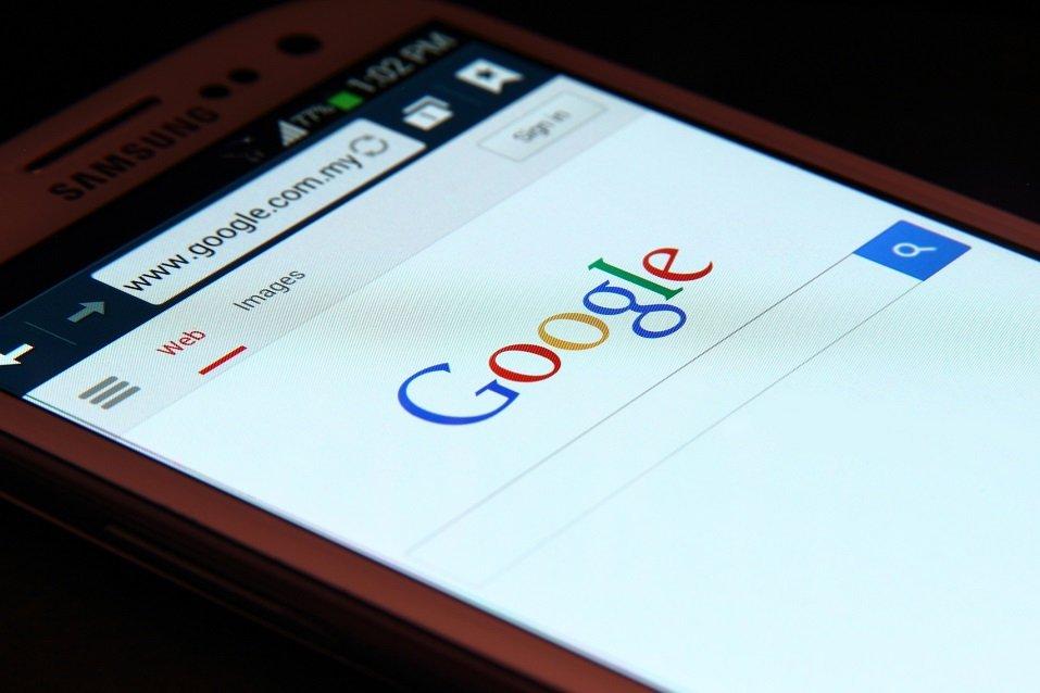 Google website on smartphone screen