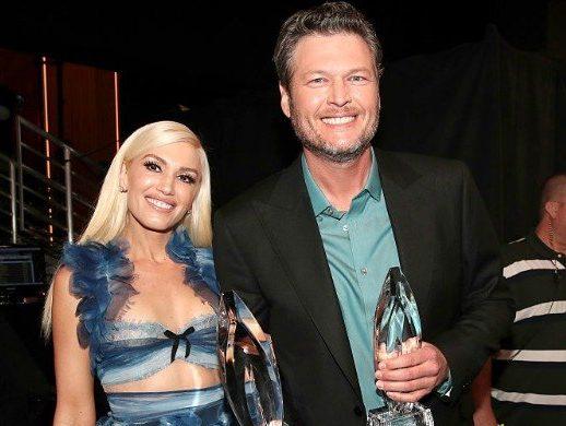 Gwen Stefani and Blake Shelton backstage at the People's Choice Awards 2017