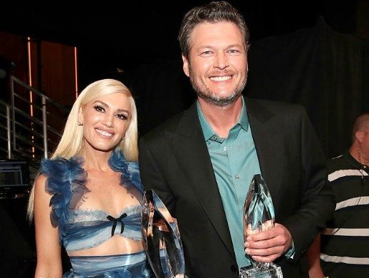 Gwen Stefani and Blake Shelton backstage at the People's Choice Awards 2017