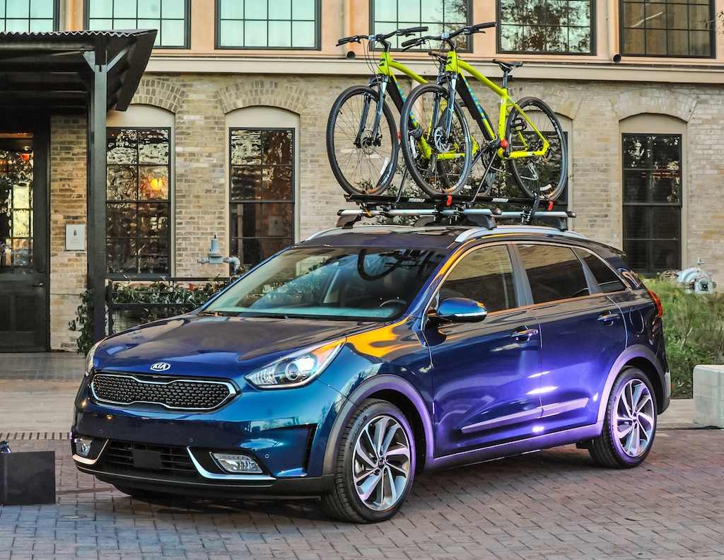 2017 kia niro is the kind of hybrid we can all agree on. Black Bedroom Furniture Sets. Home Design Ideas