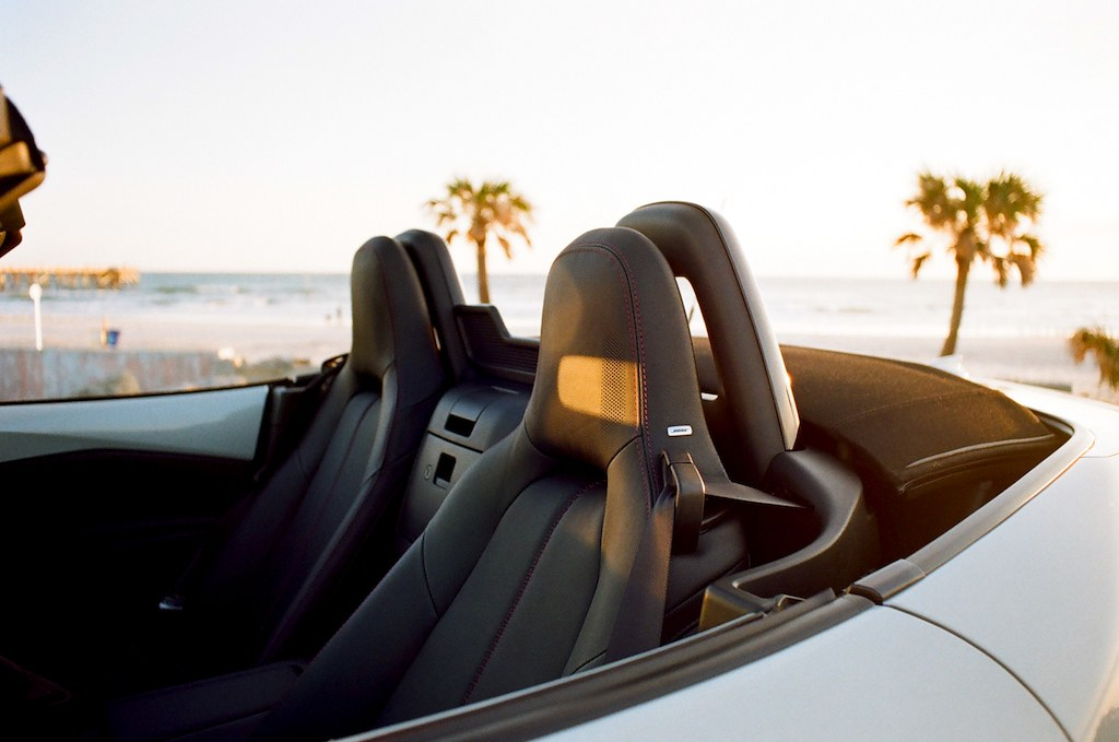 side view of seats in the 2017 Mazda Miata GT