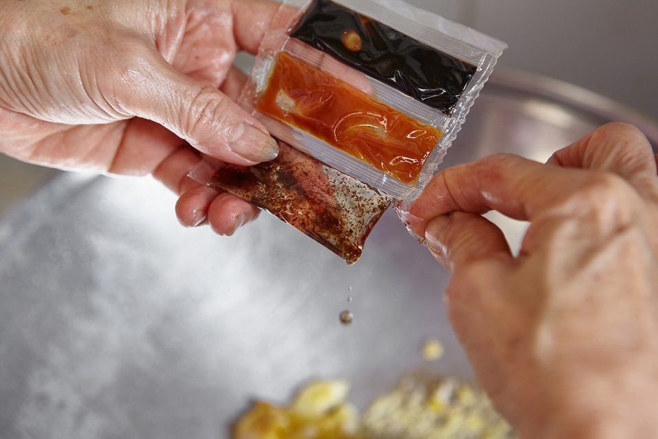 Pouring the sauce in the sachet