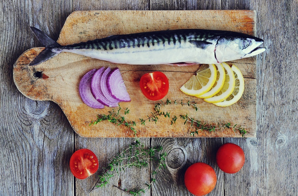 Raw mackerel with tomatoes and chopped onions