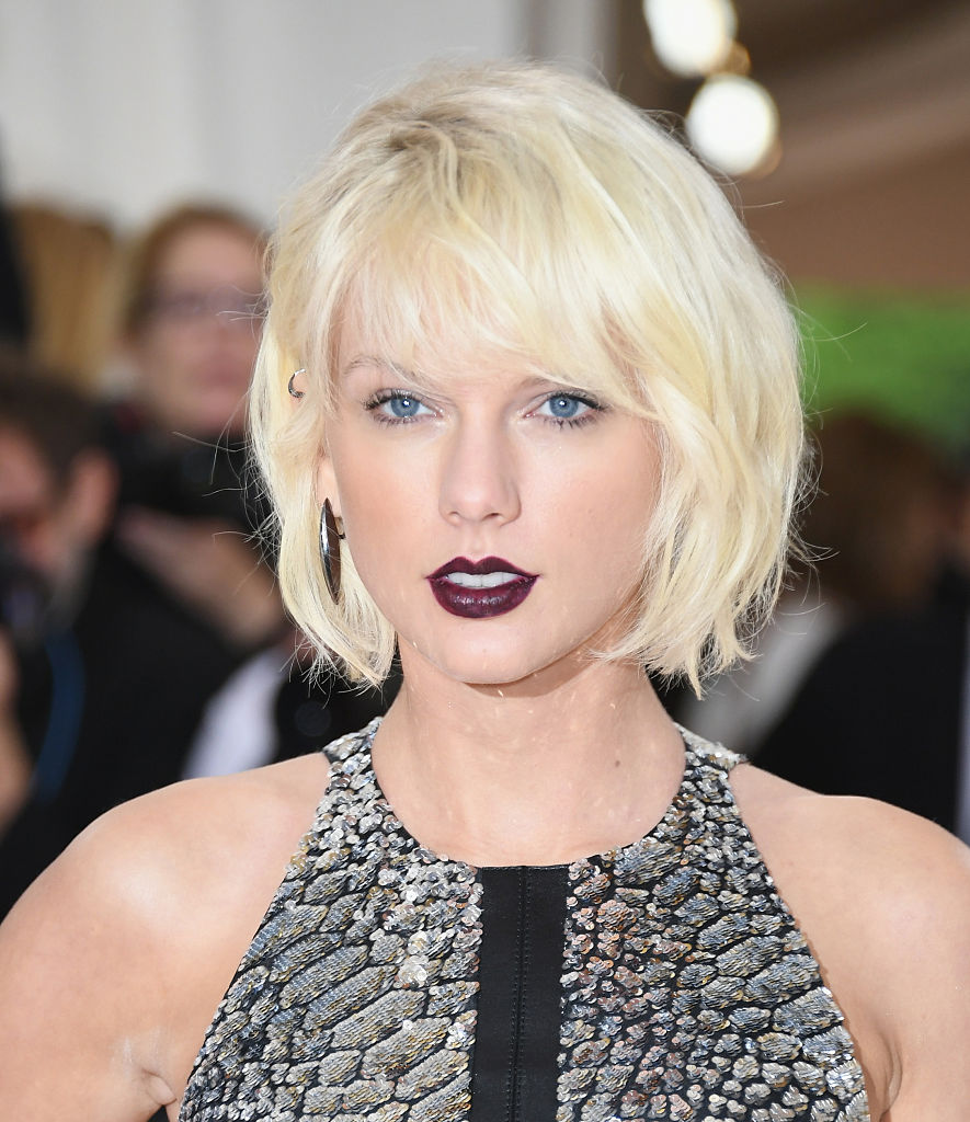 Singer Taylor Swift attends the 'Manus x Machina: Fashion In An Age Of Technology' Costume Institute Gala
