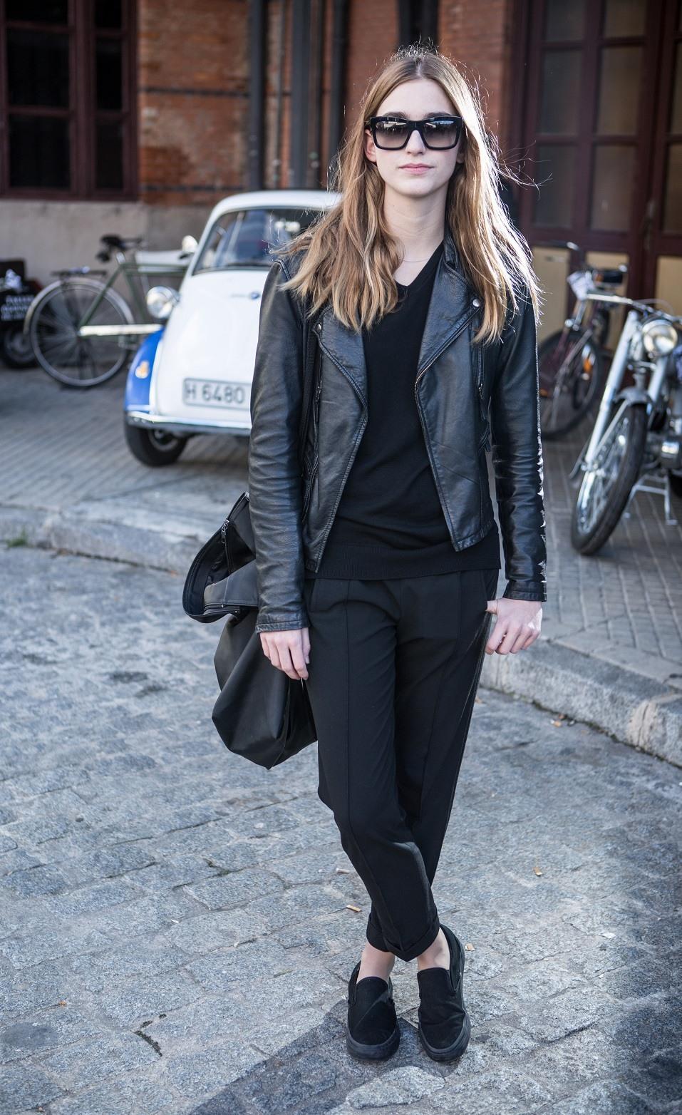 Lucia wears Vans trainers, Weekday handbag, Prada sunglasses and Zara trousers