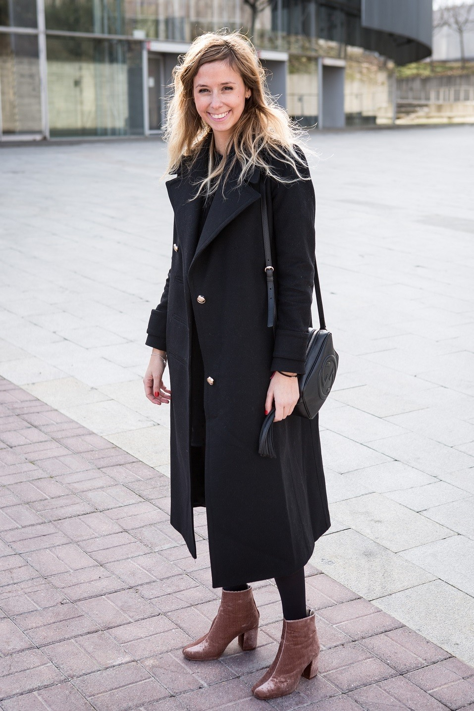 11 Non Boring Ways To Wear All Black According To Street Style Stars
