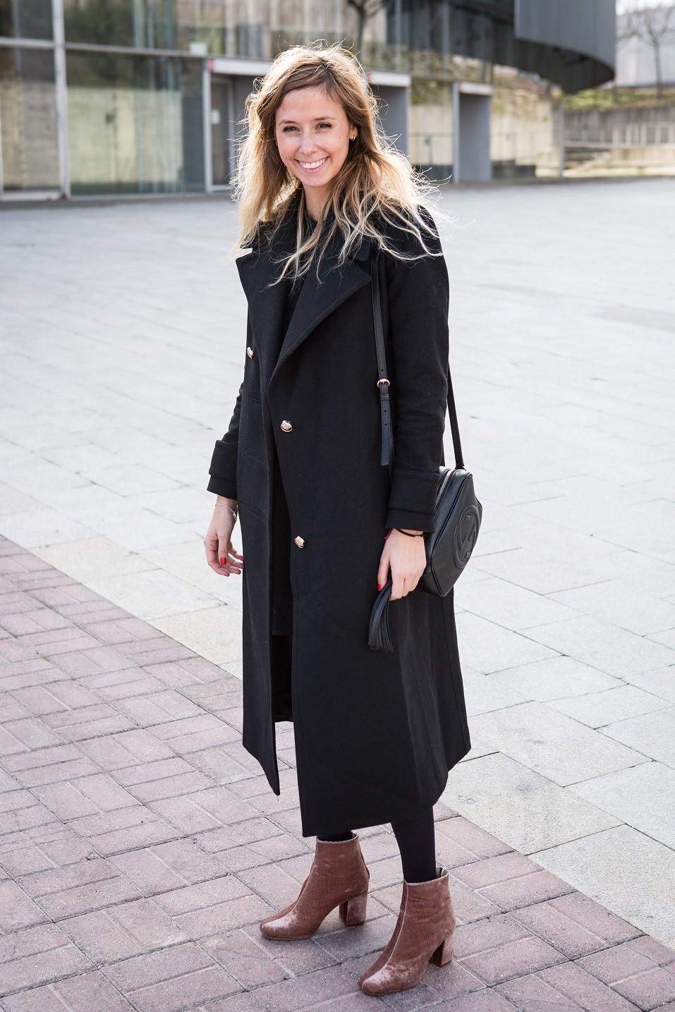 Blogger Aranzazu Garcia wears Zara boots and dress