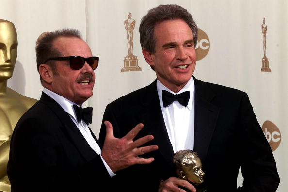 Jack Nicholson(L) and Warren Beatty(R) pose together at the Academy Awards ceremony 26 March 2000 after Beatty received the Irving Thalberg Memorial Award at the Shrine Auditorium in Los Angeles. (ELECTRONIC IMAGE) AFP PHOTO /SCOTT NELSON (Photo credit should read Scott Nelson/AFP/Getty Images)