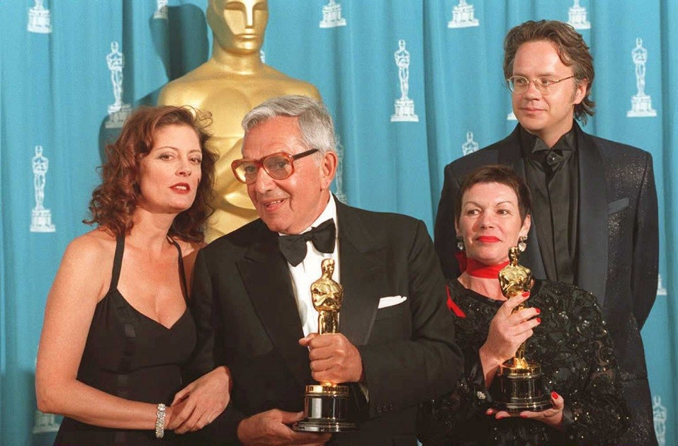 US actress Susan Sarandon (L) and her husband actor Tim Robbins (R)