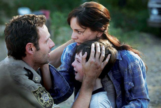 Rick finding Carl and Lori in the 'Walking Dead' episode 'Tell It to the Frogs'