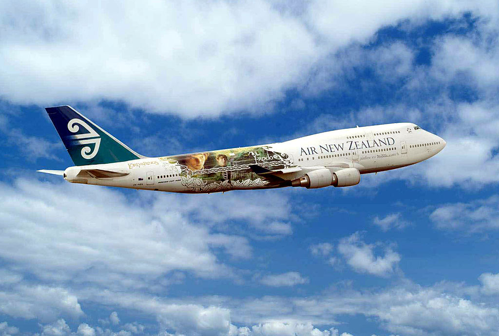 Air New Zealand plane with Lord of the Rings livery