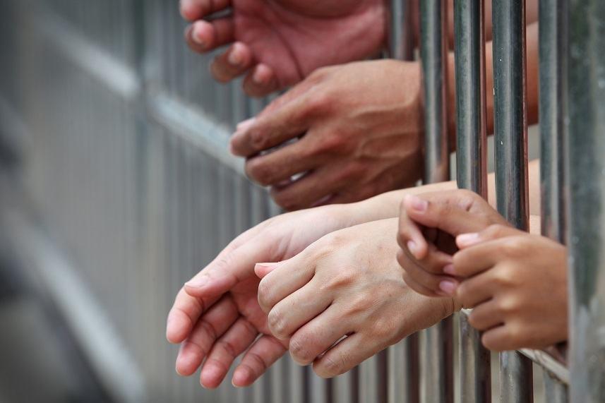 prisoner hands in jail