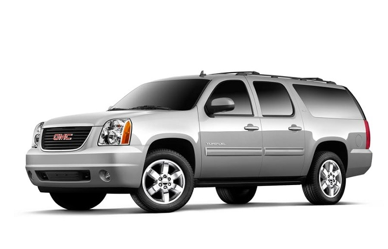 Front three-quarter view of 2013-14 GMC Yukon XL from driver's side