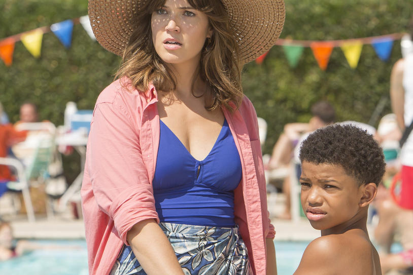 Mandy Moore and Lonnie Chavis as Rebecca and young Randall Perason on NBC's This is Us
