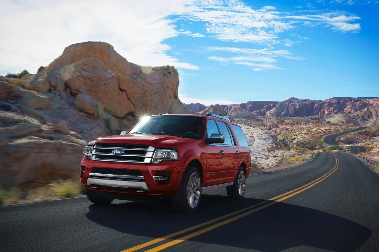 2017 Ford Expedition front 3/4 running view