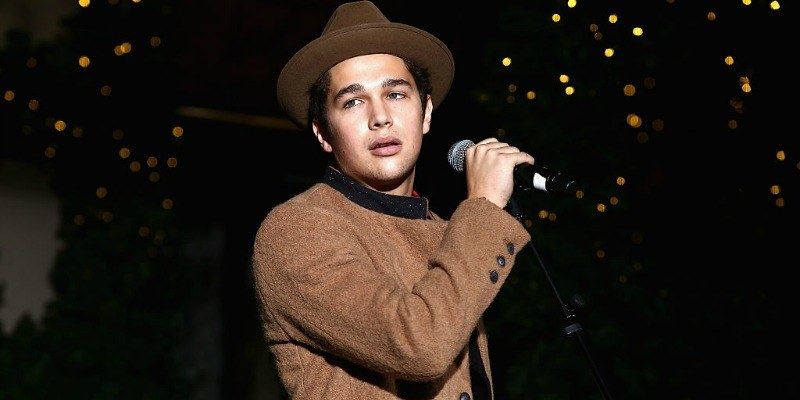 Austin Mahone sings on stage at Lord & Taylor