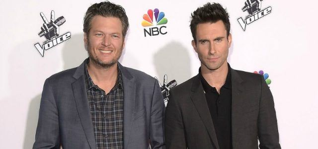 Blake Shelton and Adam Levine pose and smile for photos at Universal CityWalk.
